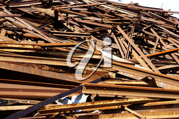 Greater mountain of old rusty scrap metal