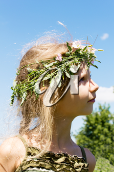 Girl in the grass wreath convolvulus arvensis 4633