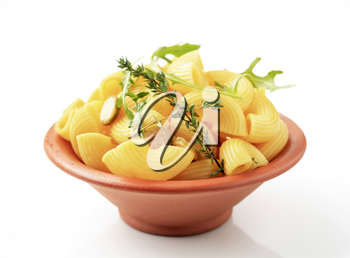 Bowl of macaroni with sliced capers and rocket