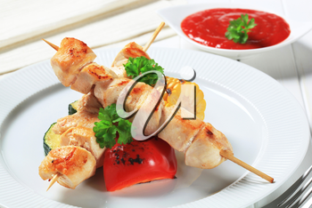 Chicken skewers with vegetables and tomato sauce