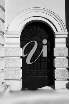 Vertical black and white gate door background hd